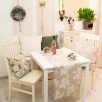 Tischläufer Große Rose auf Natur